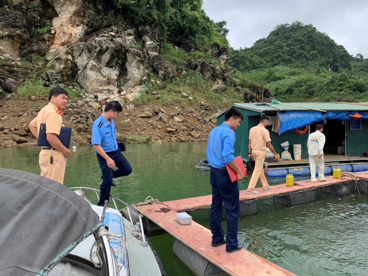 Đội Thanh tra - An toàn số 9 tích cực phối hợp liên ngành quản lý hoạt động nuôi trồng thủy sản, góp phần bảo đảm trật tự ATGT trên đường thủy quốc gia sông Đà.