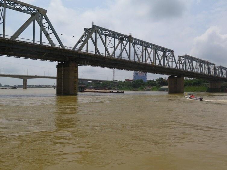 Nhiều tuyến sông xuất hiện chướng ngại vật nguy hiểm, tàu thuyền cần lưu ý
