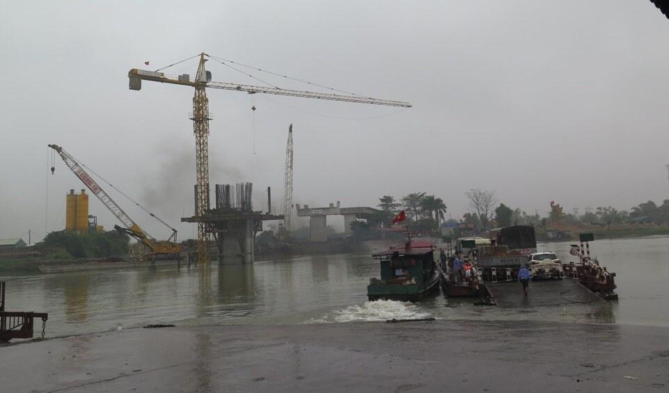Hạn chế tàu cỡ lớn lưu thông qua bến phà Mây để thi công cầu